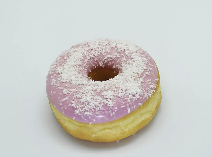 Cerise Kokos Donut - JJ Donuts