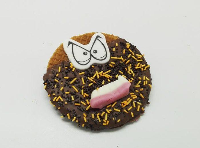 Versierde Stroopwafels choco gezichtje - JJ Donuts