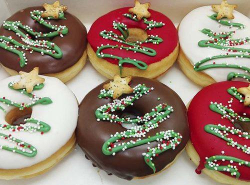 Kerstfeest Donut box met kerstlogo - JJ Donuts