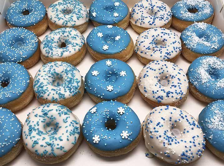 Blauw Wit Mini Donut box optie 2 - JJ Donuts