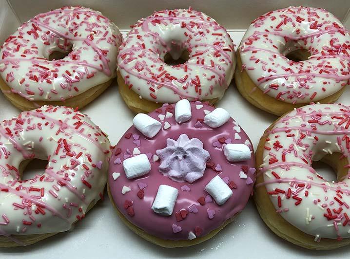 Er is er 1 jarig Donut box jam - JJ Donuts