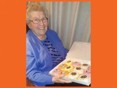 JJ Donuts - Oma viert haar 90ste verjaardag met donuts bericht