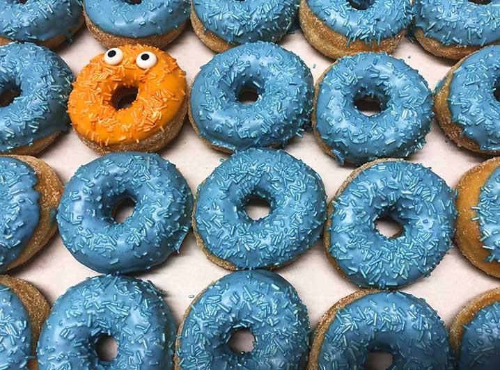 Be Different Mini Donut box blauw oranje - JJ Donuts