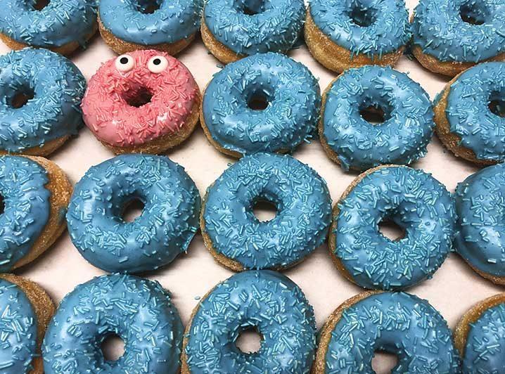 Be Different Mini Donut box blauw roze - JJ Donuts