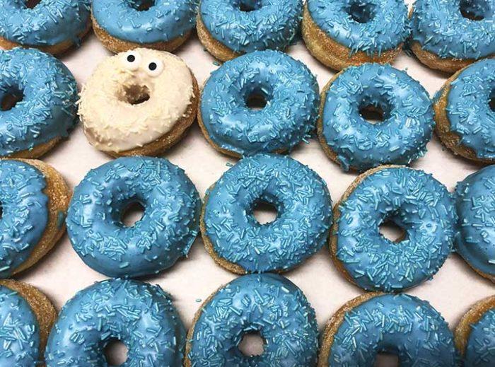 Be Different Mini Donut box blauw wit - JJ Donuts