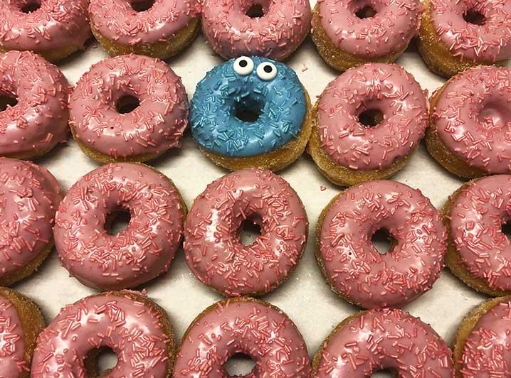 Be Different Mini Donut box roze blauw - JJ Donuts