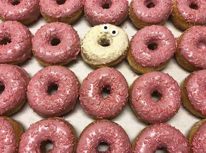 Be Different Mini Donut box roze wit - JJ Donuts