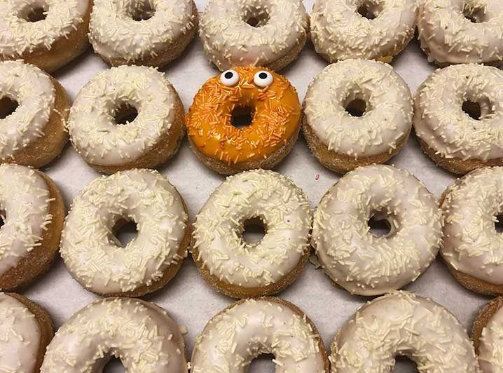 Be Different Mini Donut box wit oranje - JJ Donuts
