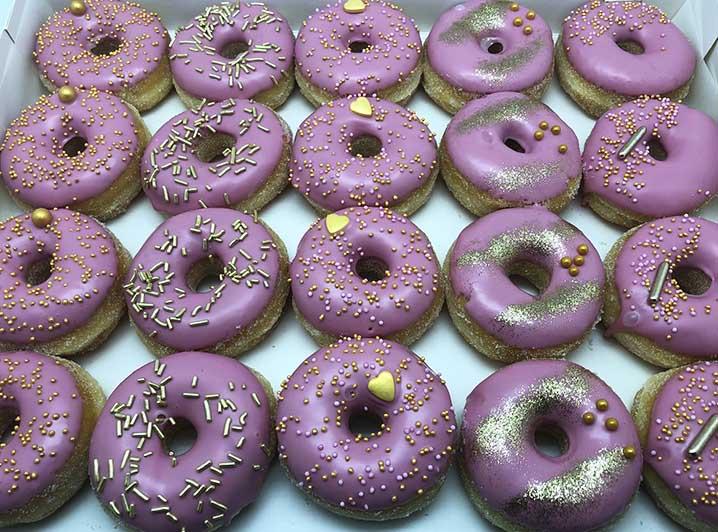 Cerise Goud Mini Donut box 2020 - JJ Donuts