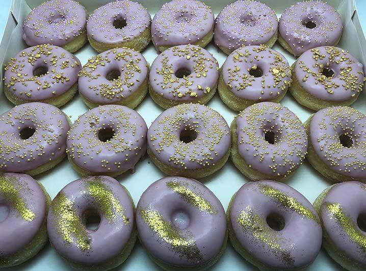 Cerise Goud Mini Donut box - JJ Donuts