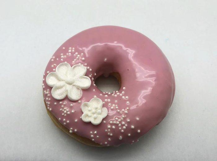 Bruidsdonut Witte Bloemen - bruiloft donut - JJ Donuts