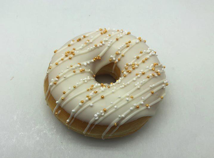 Bruidsdonut Witte Lijnen en parelmix - bruiloft donut 2019 - JJ Donuts