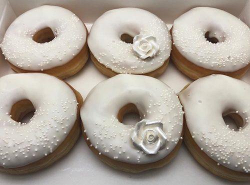 Witte Roos Bruiloft Donut box - JJ Donuts