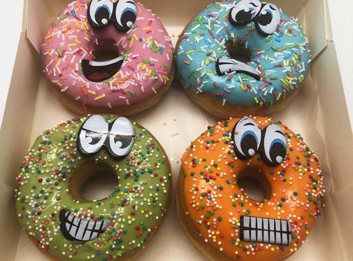 Smiley Donut box - JJ Donuts
