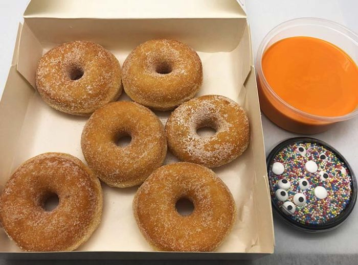 Zelf Gezichtjes Maken Donut box - mini donuts met sinas - JJ Donuts