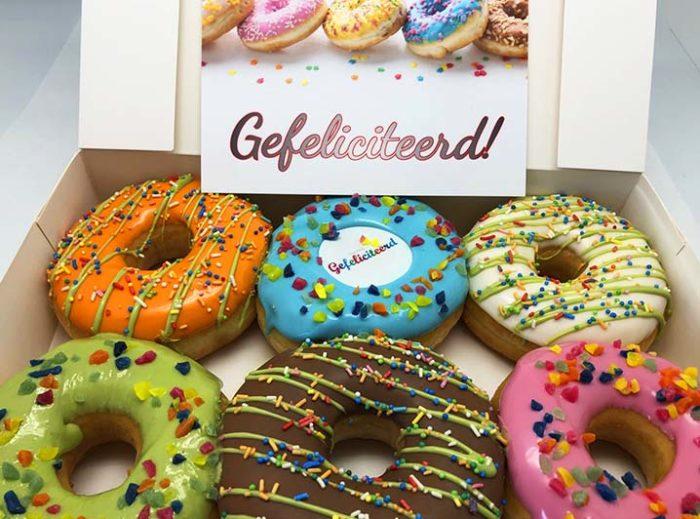 Gefeliciteerd Donut box met wenskaart 2020 - JJ Donuts