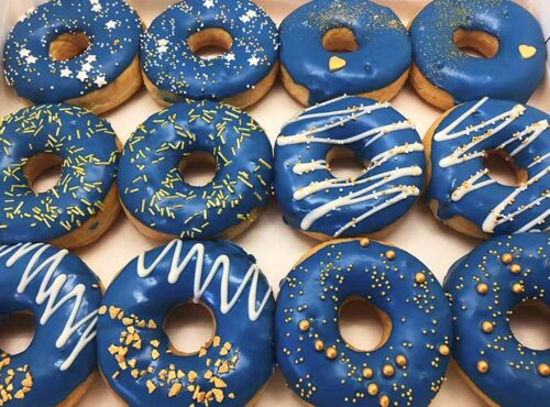 Blauw Wit Goud Donut box 2021 - JJ Donuts