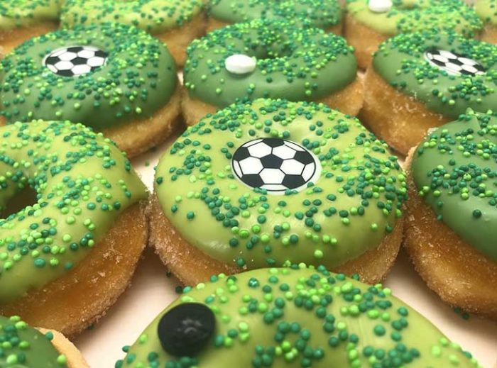 Voetbal Mini Donut box closeup - JJ Donuts