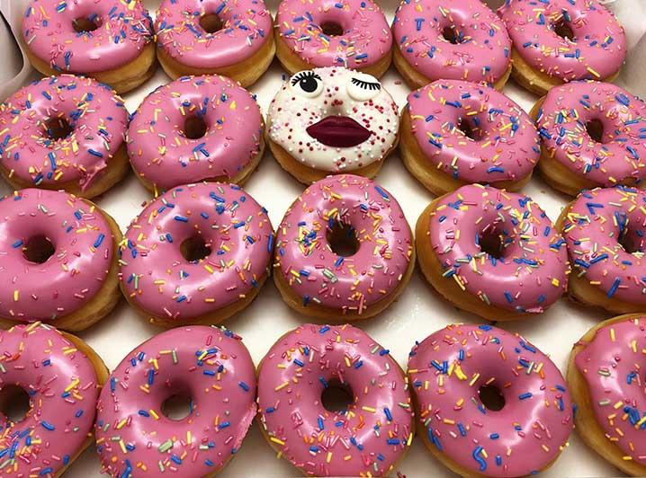 Party Girl Mini Donut box met gezichtje - JJ Donuts
